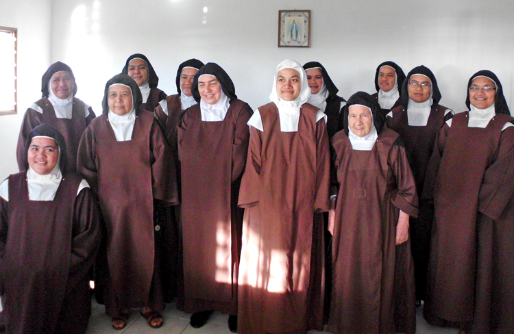 0816 Carmelite sisters in W